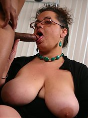Mature BBW Shianna showing off her enormous knockers and sizing up a cock with her lips live